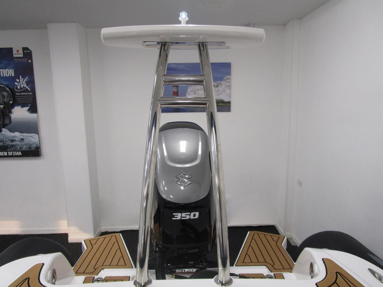 GRAND G850 RIB ski tower and lights