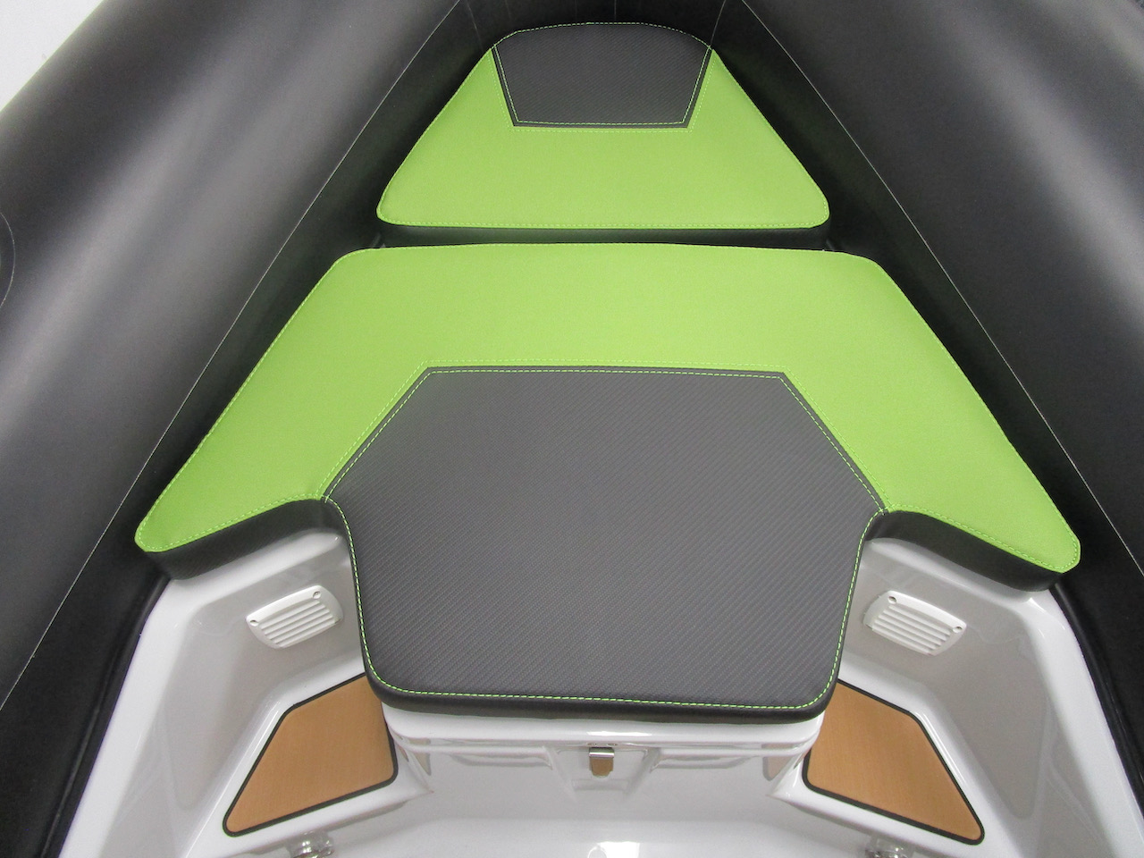 GRAND DRIVE D600 RIB bow cushions