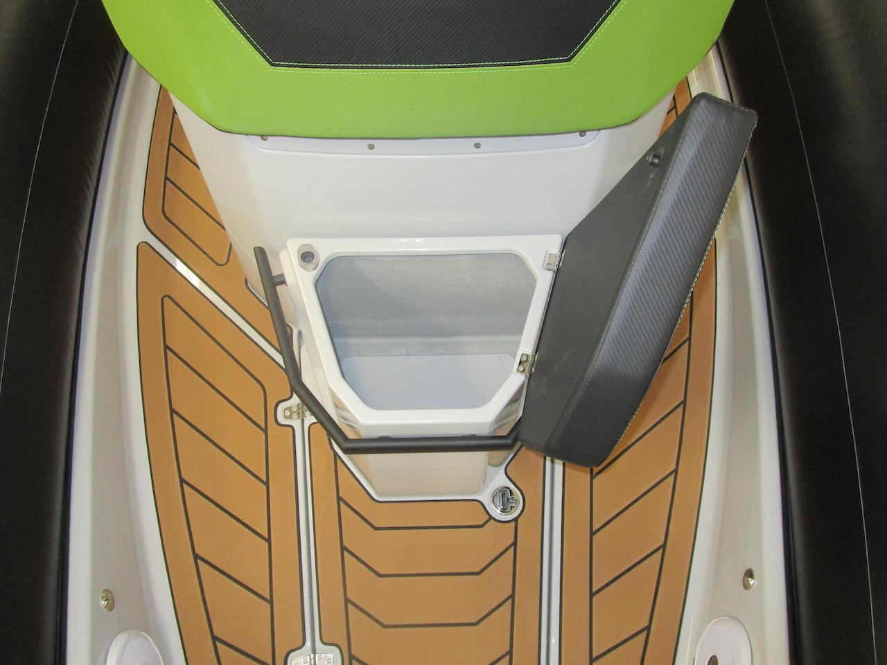 GRAND DRIVE D600 deck locker