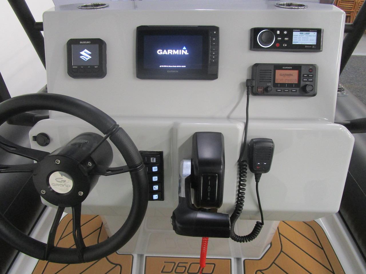 GRAND DRIVE D600 RIB console