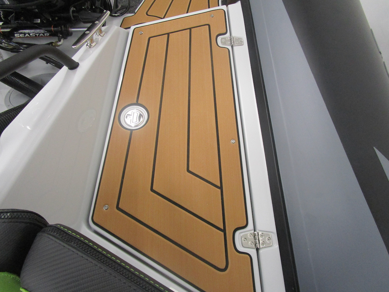 GRAND DRIVE D600 RIB huge rear lockers closed, one of two