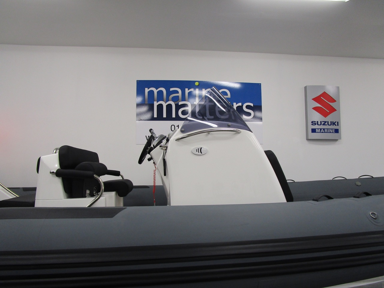 E780 Helm seat and console with cabin