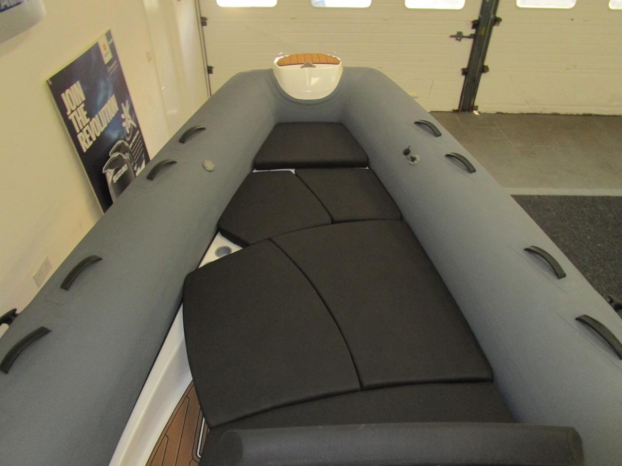 E780 Sundeck with Cushions