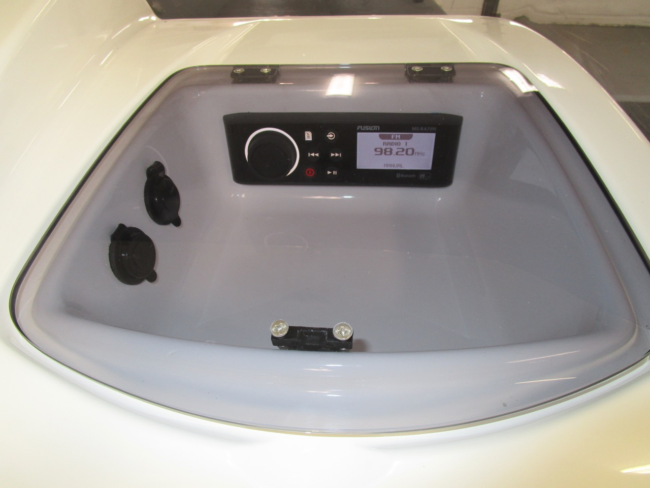 Eagle 780 - Fusion stereo locker on console