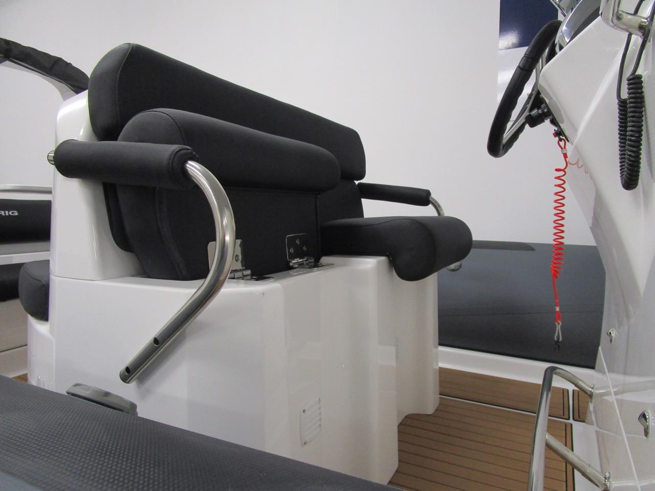 E780 - individual split seats - seated or bolster
