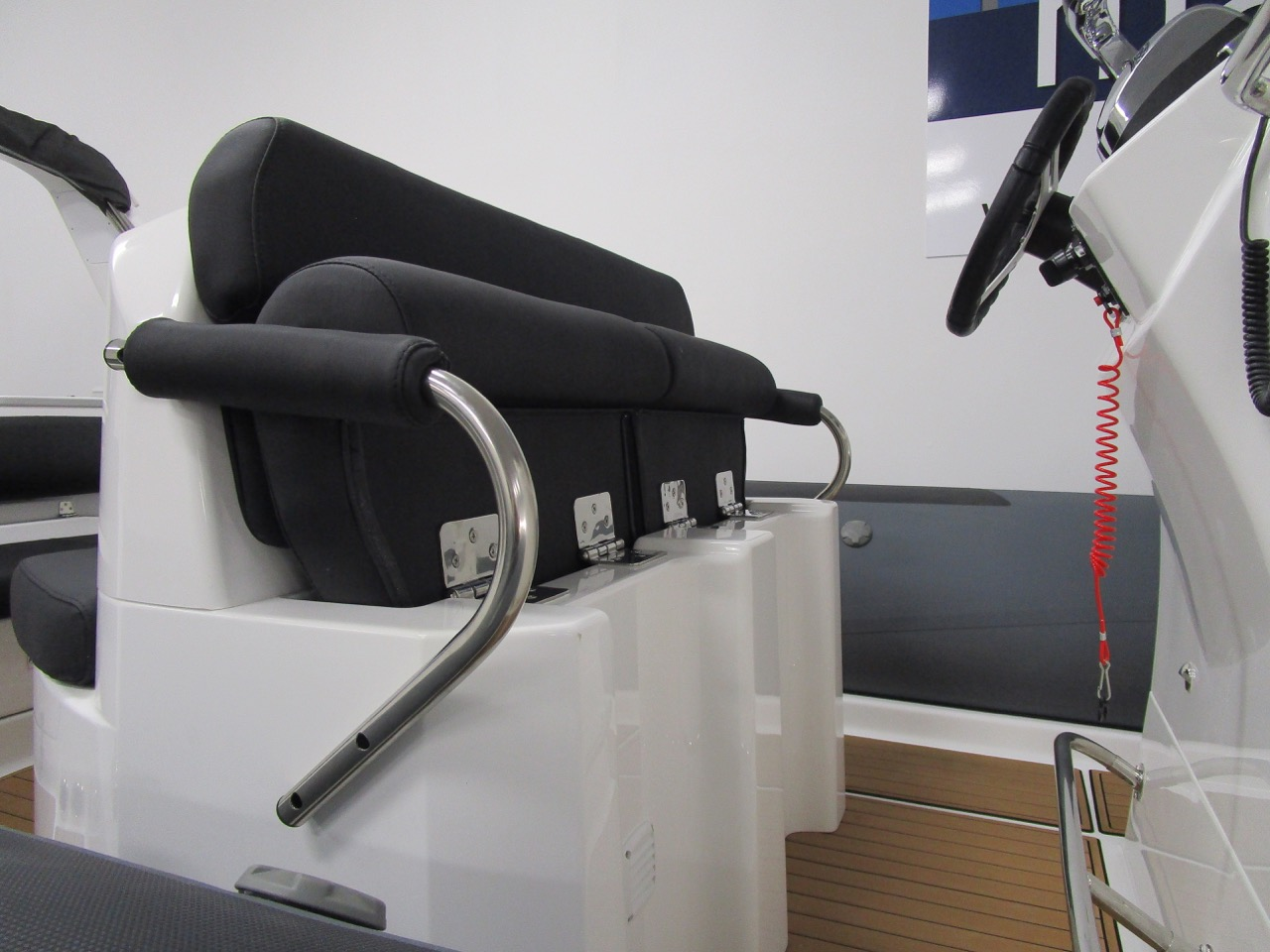 E780 - helm seat up in standing bolster position