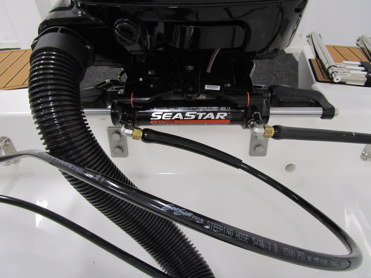 E780 Seastar Hydraulic steering cylinder