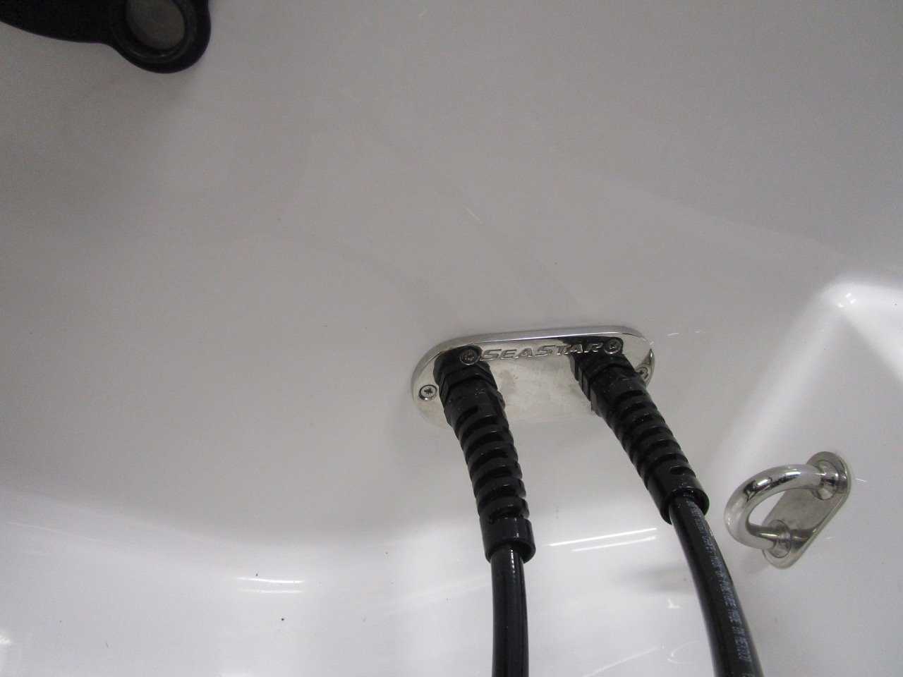 E780 Seastar Hydraulic steering hose through hull union