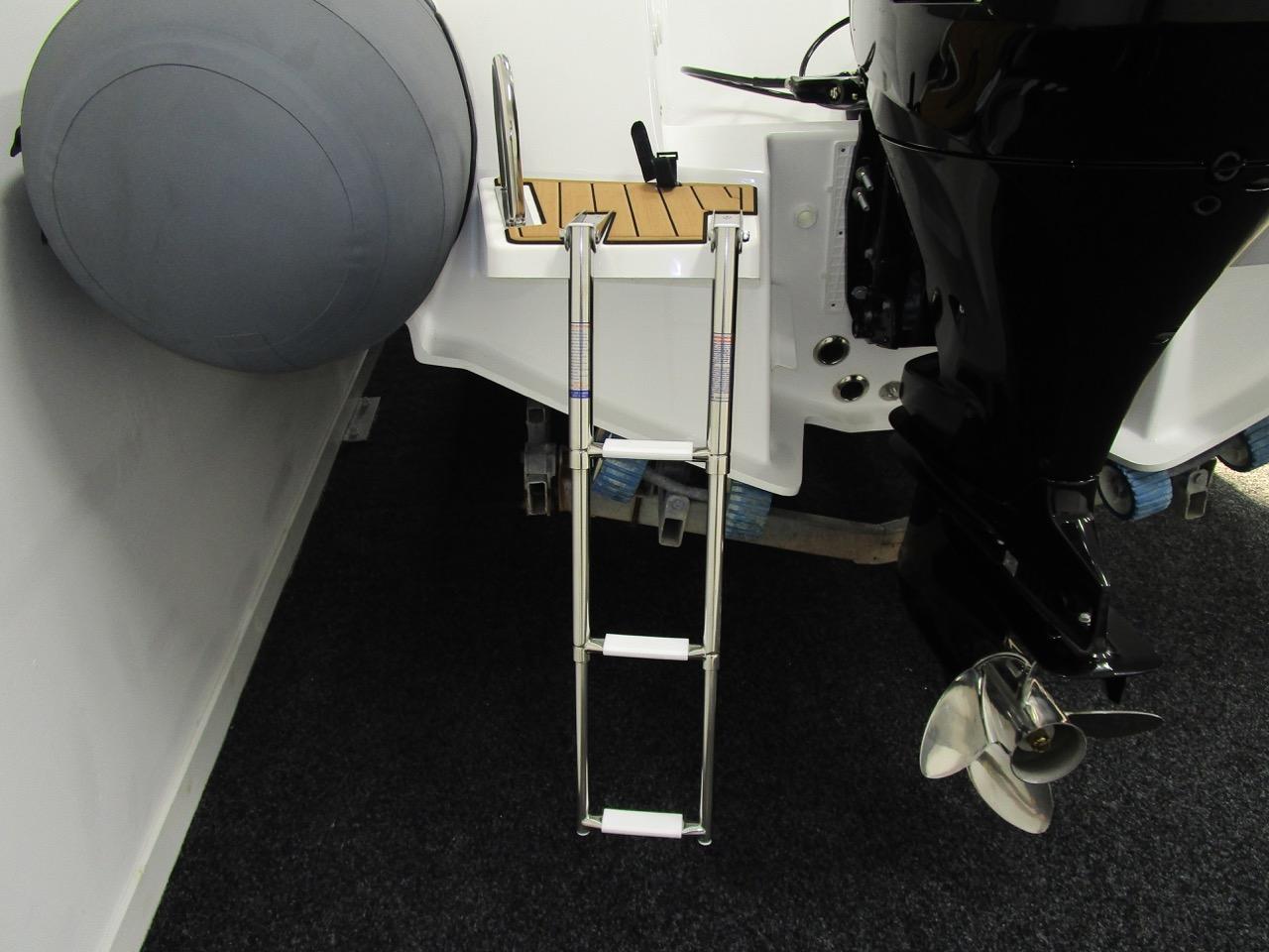 E780 boarding ladder down