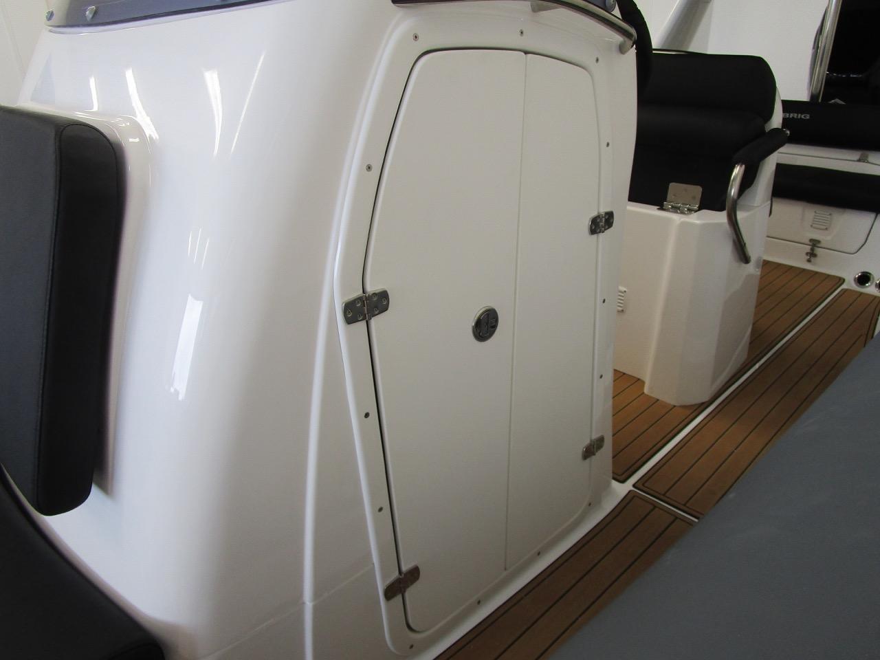 E780 Console Cabin door, closed