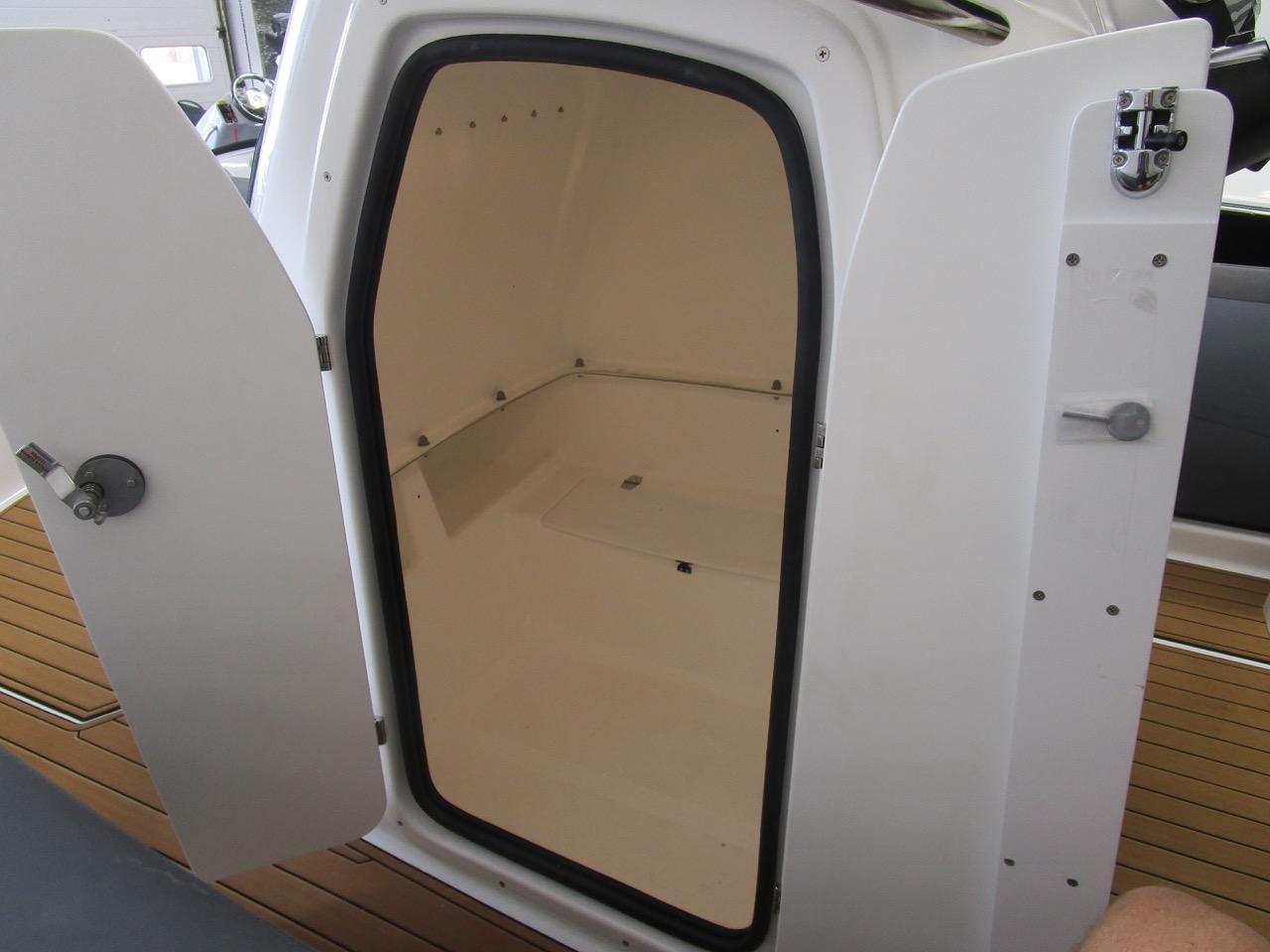 E780 console cabin doors open, lights on