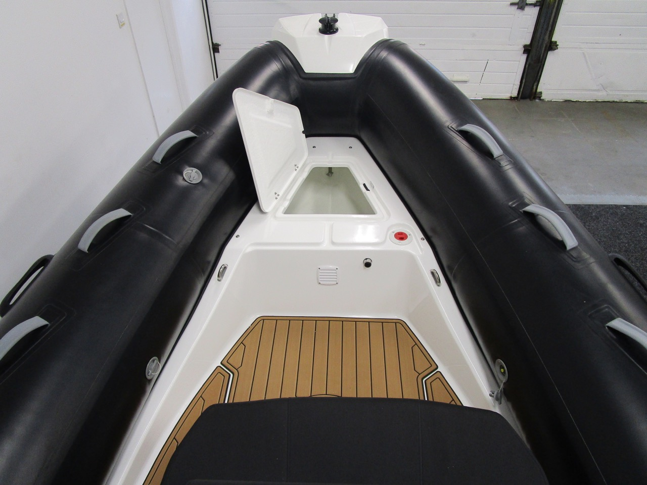 N570 bow locker open